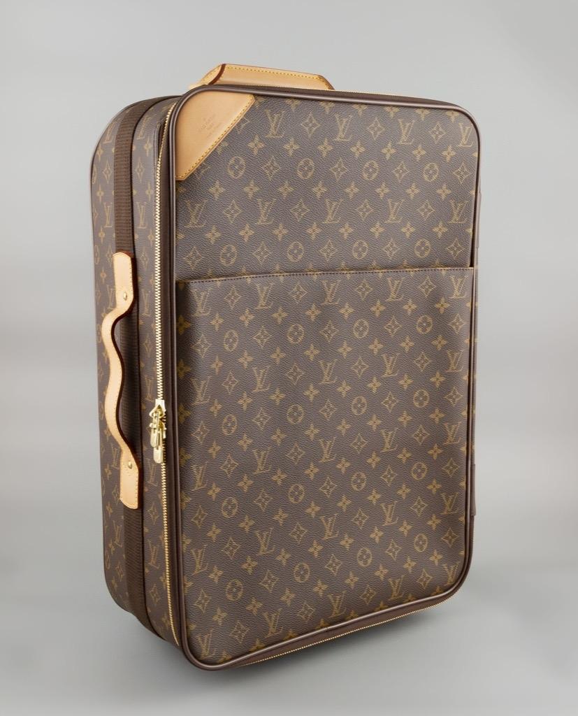 95- Louis VUITTON. Valise de voyage Modèle Pégase 55. Adjugé 750€