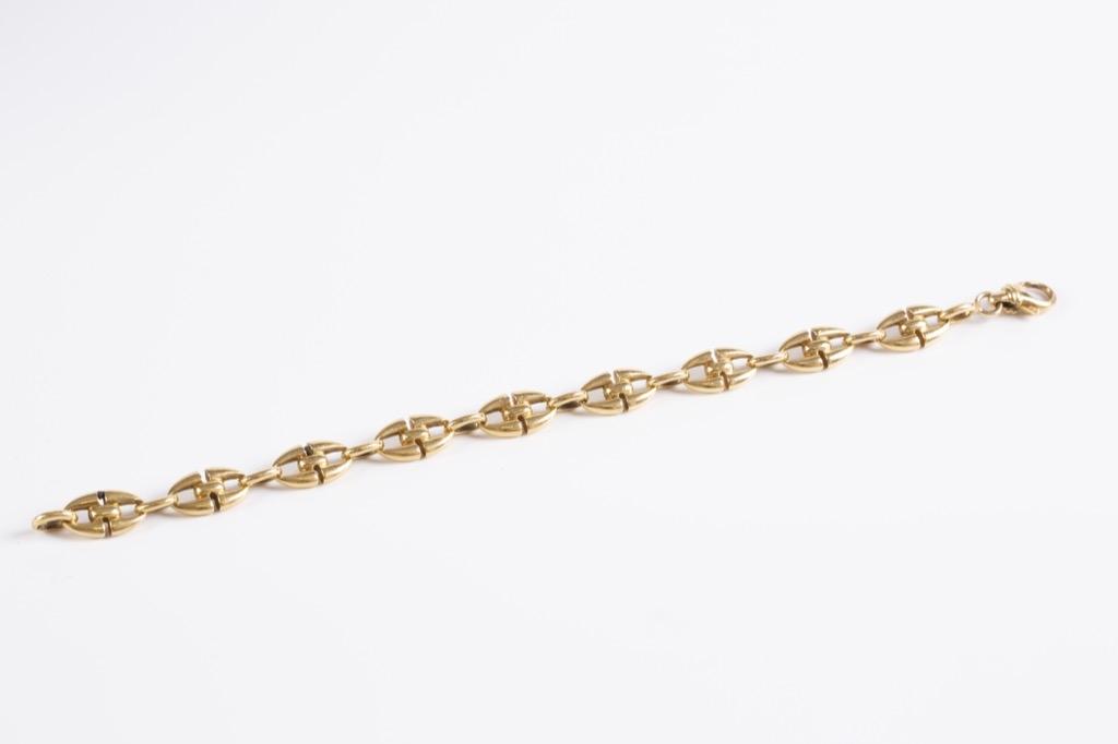 17 Bracelet en or jaune 18K 750°. Poids 35g. Adjugé 1000€