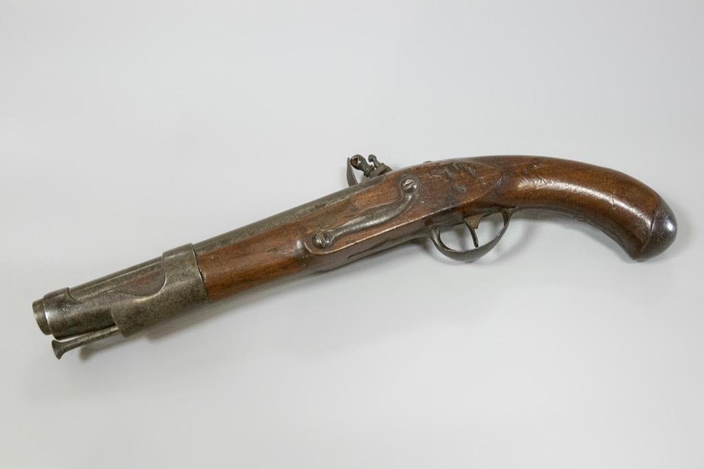 51 Pistolet à silex type 1763-1766 de fabrication révolutionnaire. Adjugé 650€