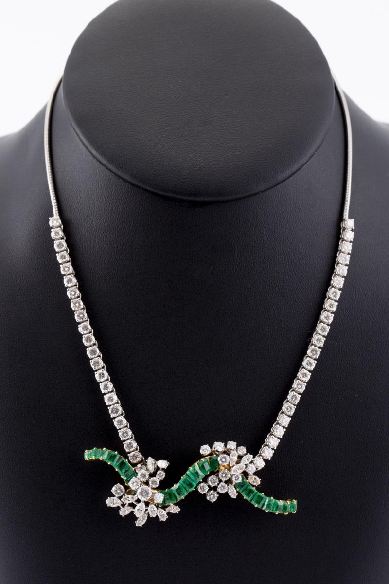 120 - Collier deux ors serti de diamants pour un poids d'environ 6,7 carats. Adjugé 3600€
