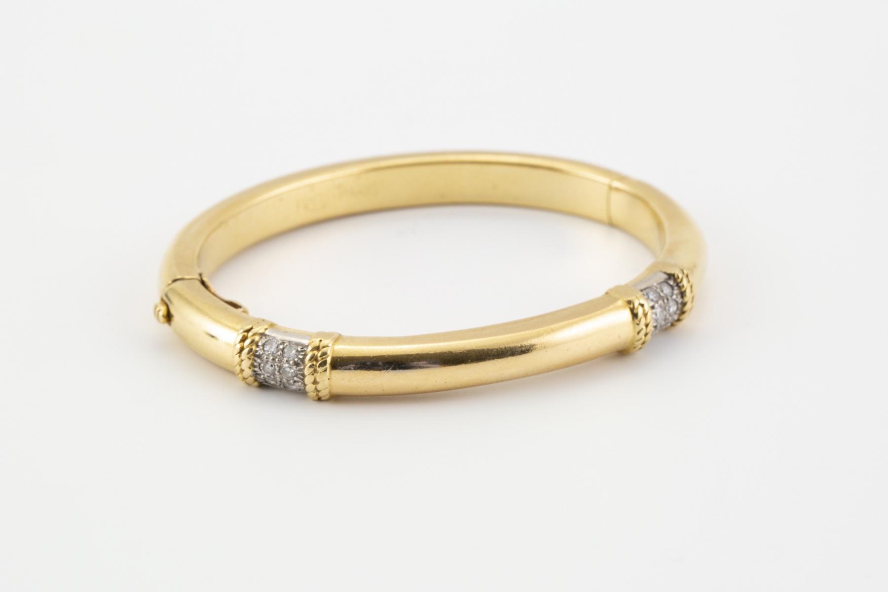 122 - FRED Paris. Bracelet en or jaune serti de deux lignes de petits brillants. Adjugé 1224€