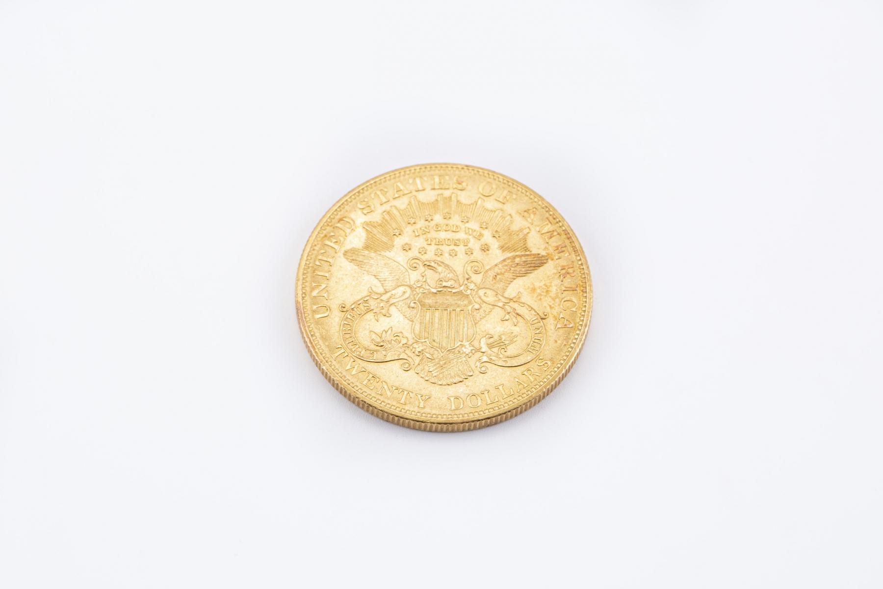 2 (1) - Pièce de 20 dollars or datée 1904. Adjugé 1416€