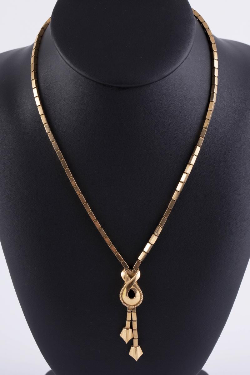 30-1 Collier draperie en or jaune. Adjugé 900€