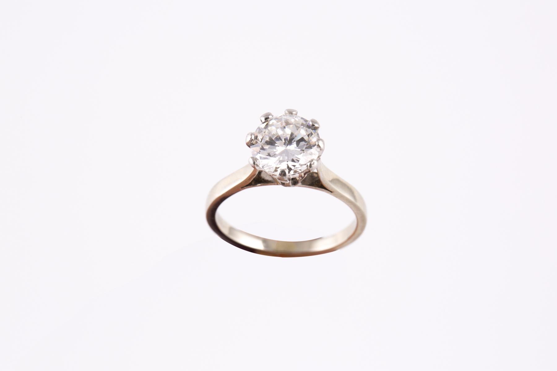 164- Bague solitaire en or blanc et platine sertie d'un diamant d'environ 1,5cts. Adjugé 6000€