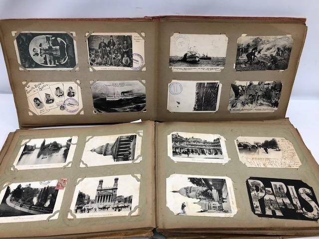 41- Deux albums de cartes postales anciennes, régionalisme, fantaisie et salonique. Adjugé 400€ (1)