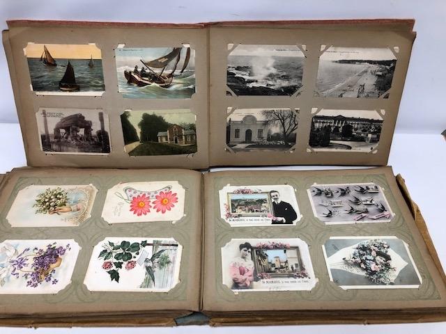 41- Deux albums de cartes postales anciennes, régionalisme, fantaisie et salonique. Adjugé 400€ (2)