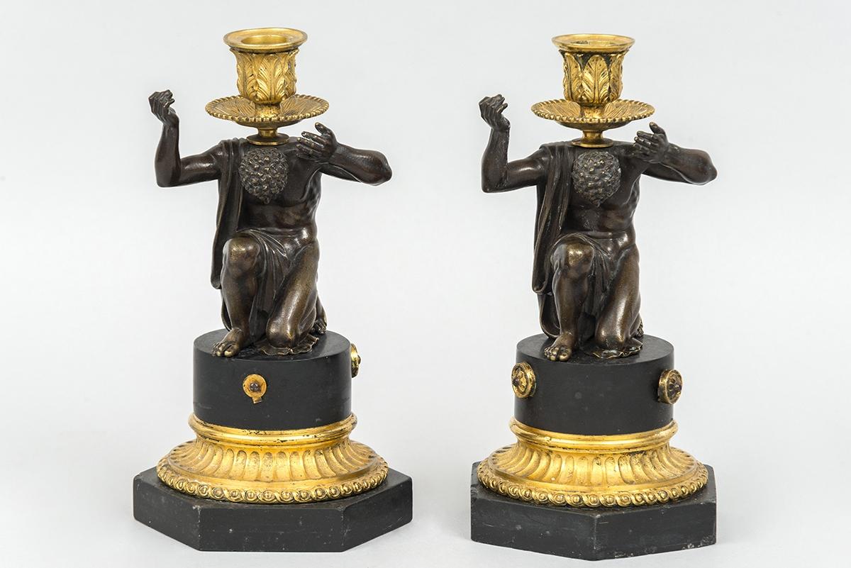 106 - Paire de bougeoires en bronze sur socle en marbre style Louis XVI époque XIXème siècle. H24cm. Adjugé 550€