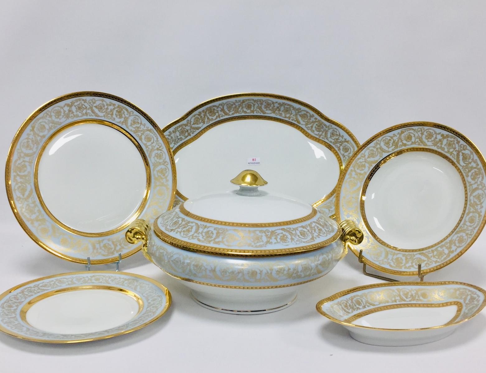 81 - HAVILAND, Limoges Service de table de 66 pièces en porcelaine blanche. Adjugé 700€