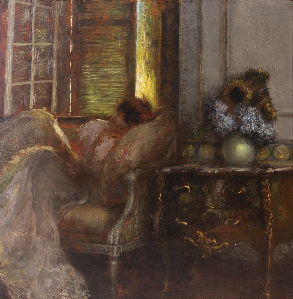 @1024-152 - Gaston LA TOUCHE. Femme à la lecture au salon. Huile sur panneau de bois parqueté signée en bas vers la droite.61x60cm. Adjugé 5500€