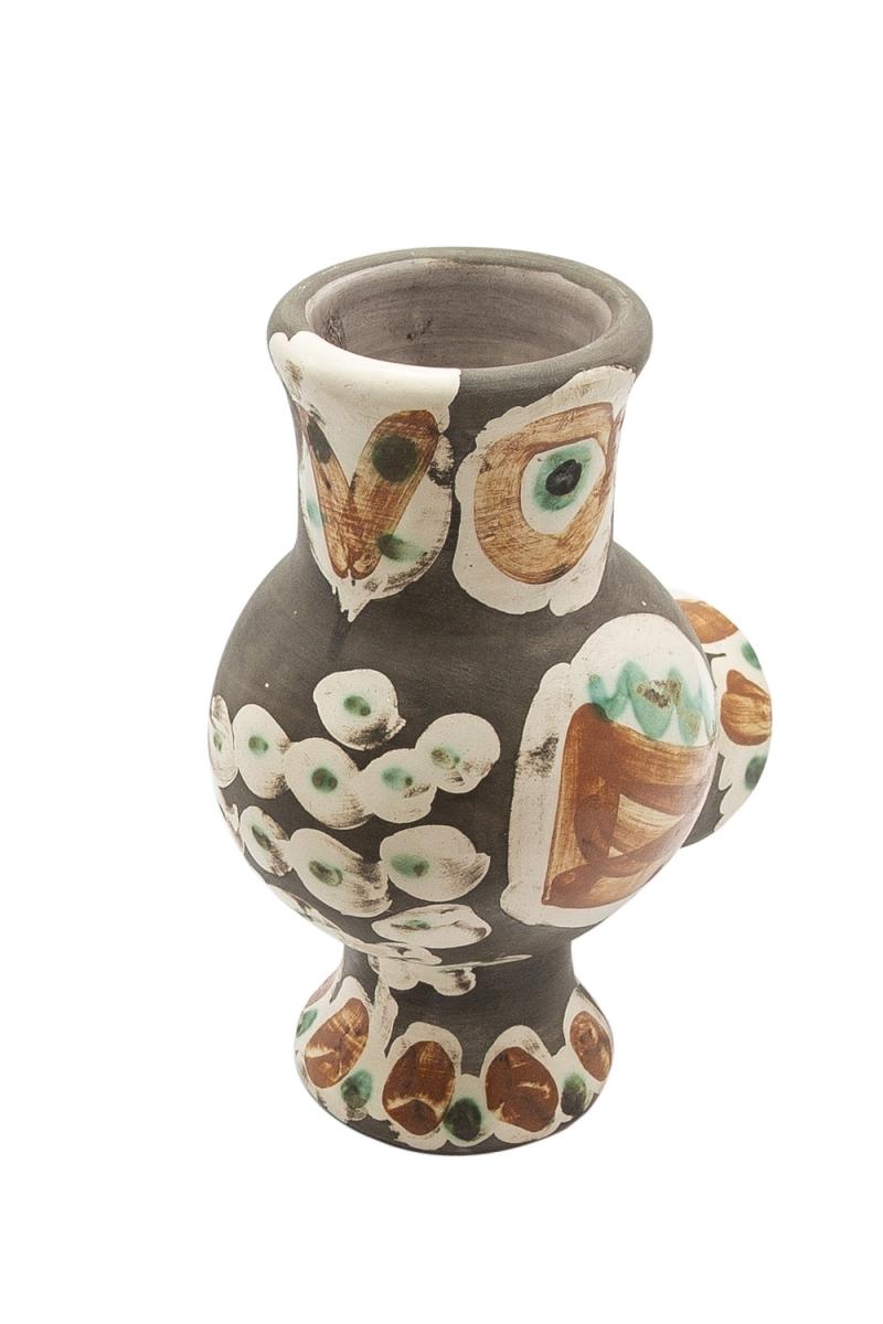 100 - Pablo PICASSO (1881-1973). Chouette. Vase tourné en terre de faience, cachet Madoura, edition Picasso. Adjugé 14500€