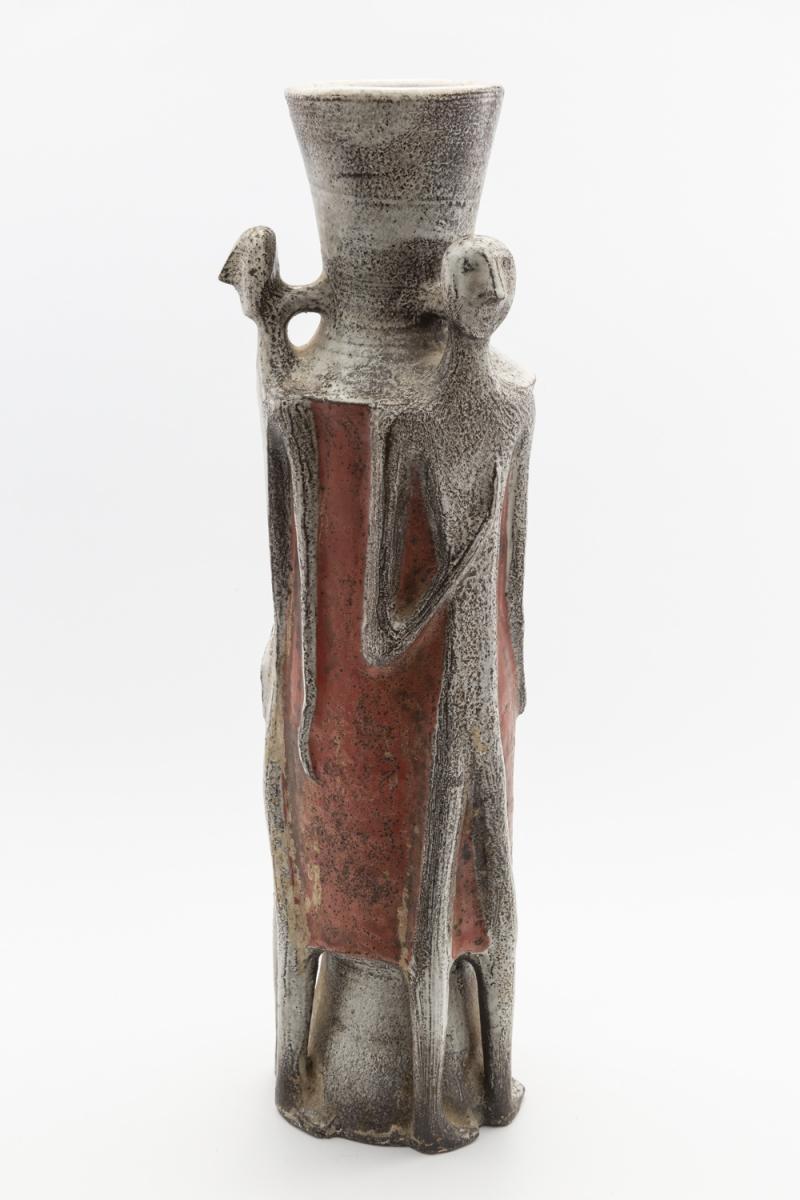 108 - Jean DERVAL (1925-2010). Important vase en céramique à décor de 3 personnages stylisés. Adjugé 8000€
