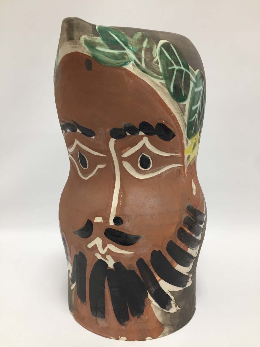 109 - Pablo PICASSO (1881-1973). Le barbu. Pichet tourné en terre de faience. Edition Picasso. Adjugé 13700€