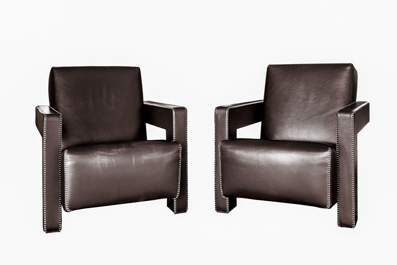 196 - Gerrit RIETVELD (1888-1964). Paire de fauteuils modèle Utrecht recouverts de cuir. Edition Cassina. Adjugé 2200€