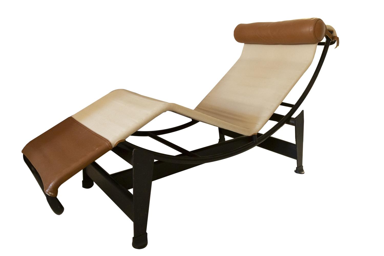 200 - LE CORBUSIER (1887-1956). Chaise longue modèle C4. Edition Cassina. Adjugé 3200€