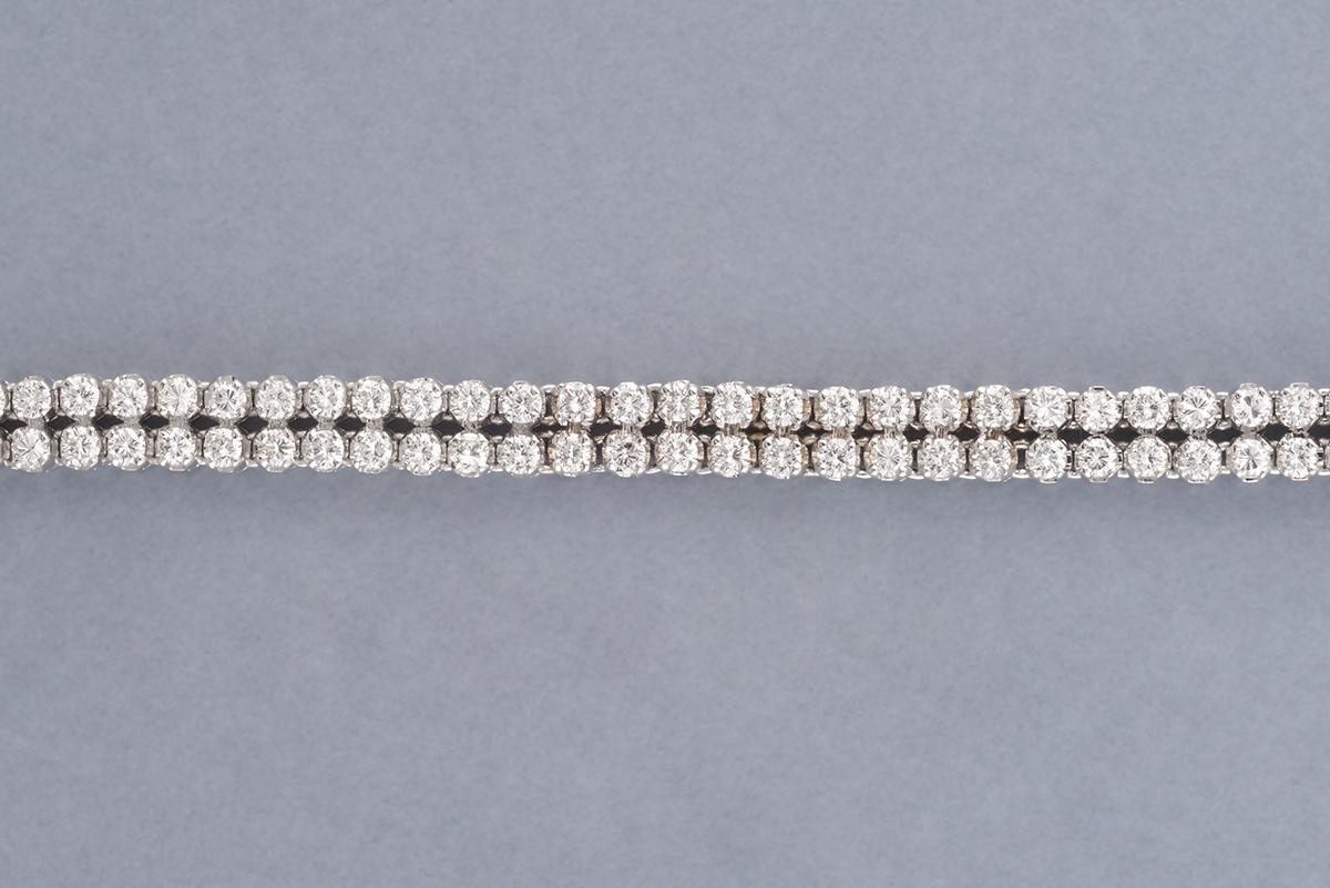 49 - Bracelet double ligne en platine et or environ 3cts de diamants. Adjugé 2600€