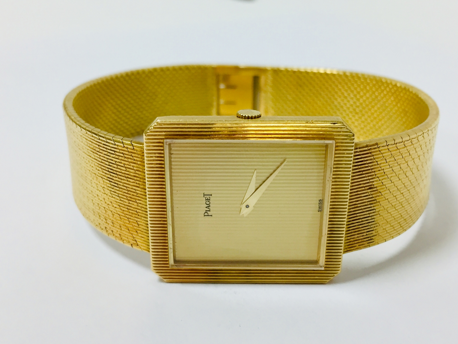 80 - PIAGET. Montre en or jaune 18K 750°. Adjugé 2000€