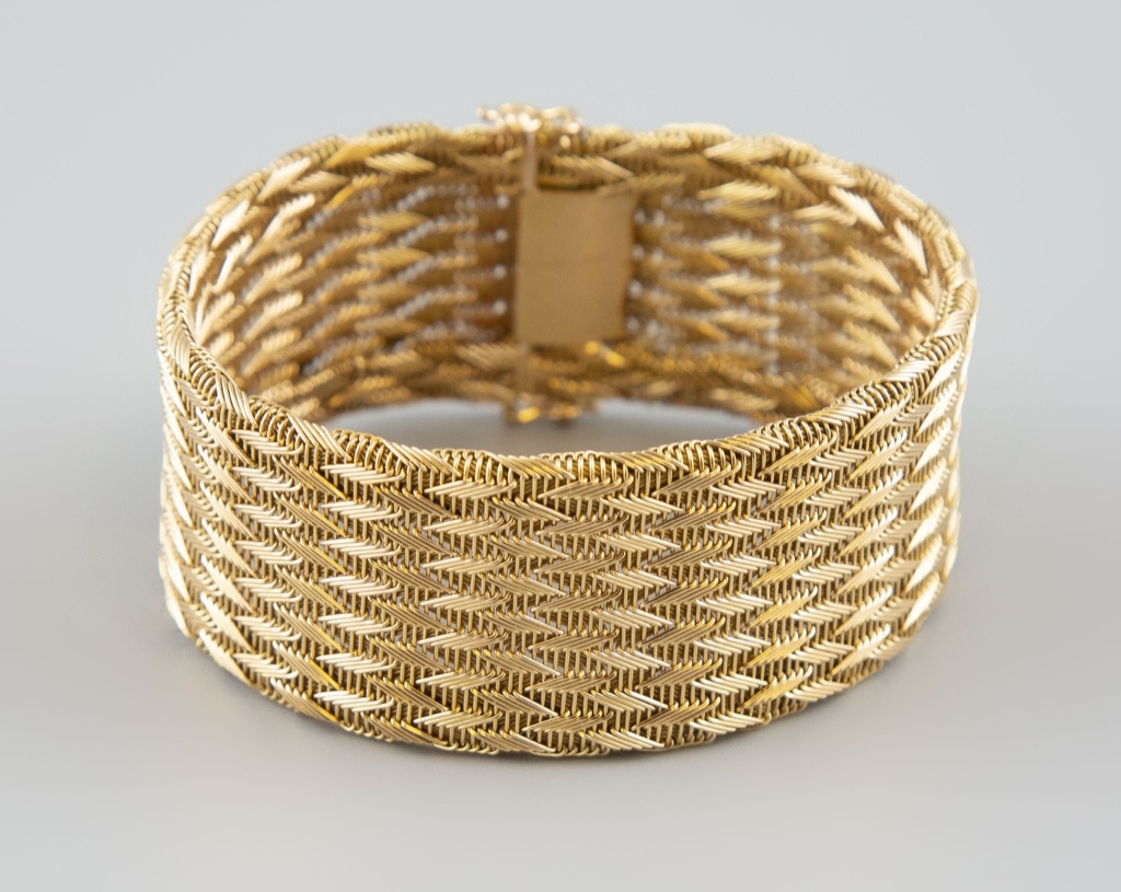 12- Bracelet articulé en or jaune 18K 750°. Poids 50,3g. Adjugé 1700€