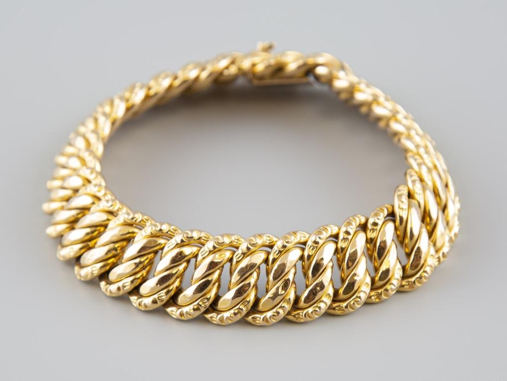 13- Bracelet articulé en or jaune 18K 750°. Poids 30,2g. Adjugé 1050€
