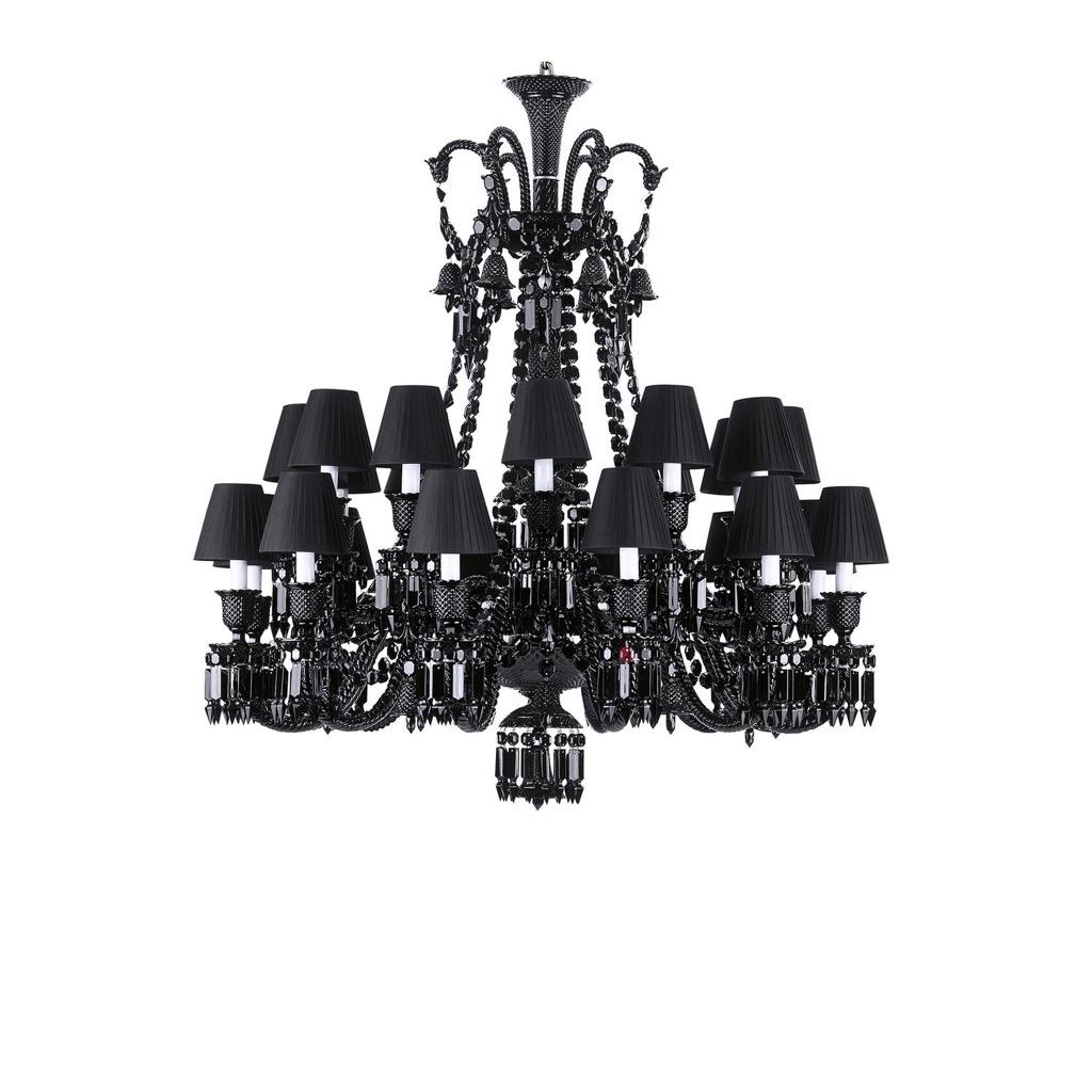 169- Maison BACCARAT-Philippe STARCK. Important lustre modèle Zenith en cristal noir à 24 lumières ornées de de pampilles. H117cm. D105cm. Adjugé 10000€
