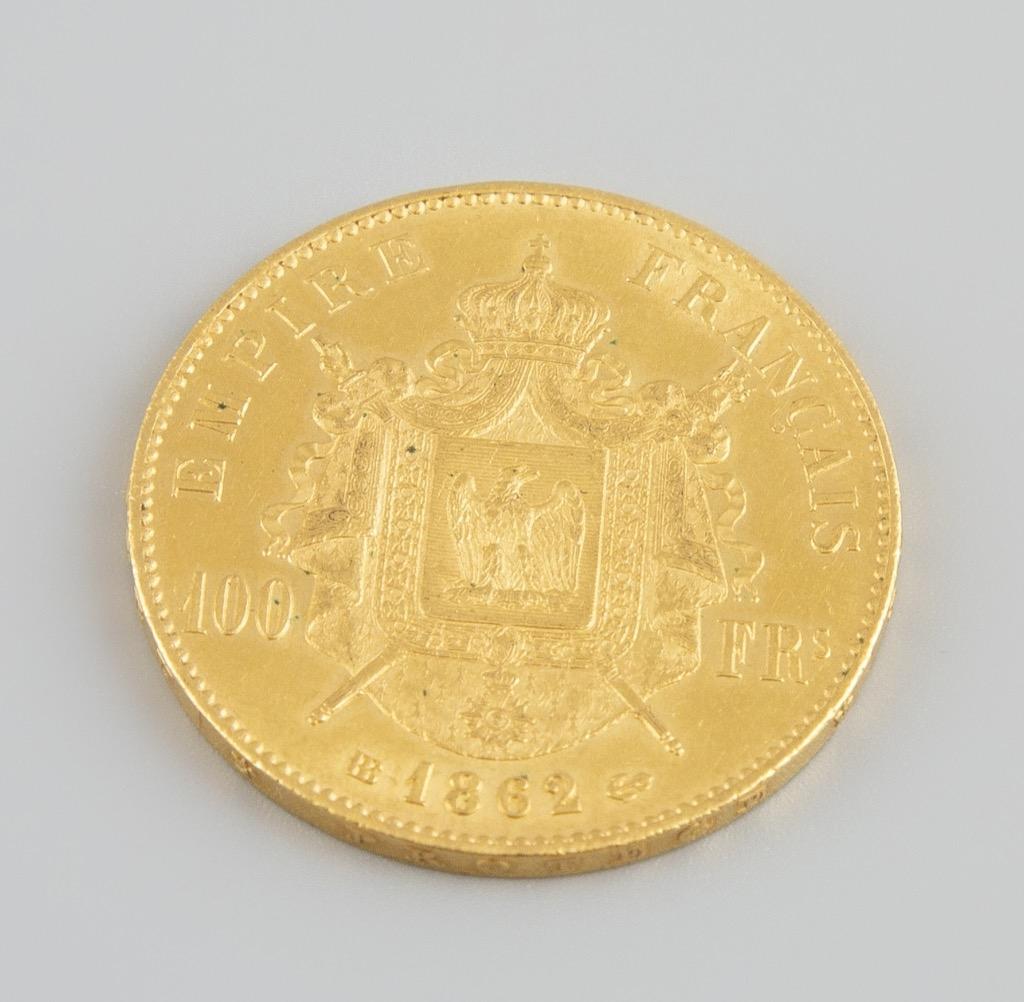 6- Une pièce de 100 Francs or Napoléon III datée 1862. Poids 32,2g. Adjugé 1200€