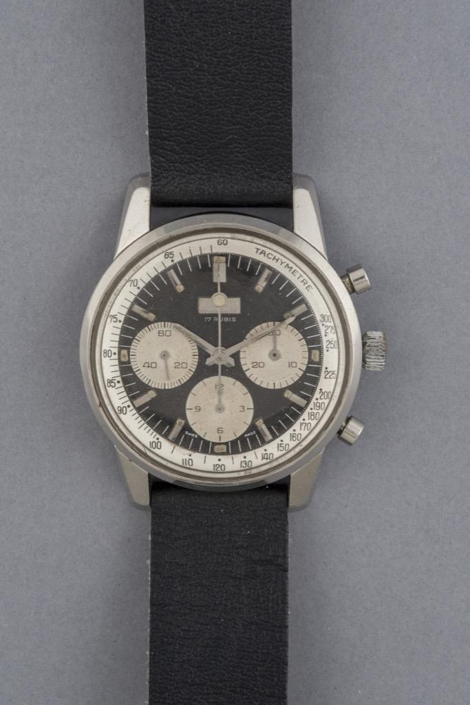 88-1 - JEAN PERRET. Montre d'homme modèle Chronograph en acier. Boitier Valjoux 72. Adjugé 2100€