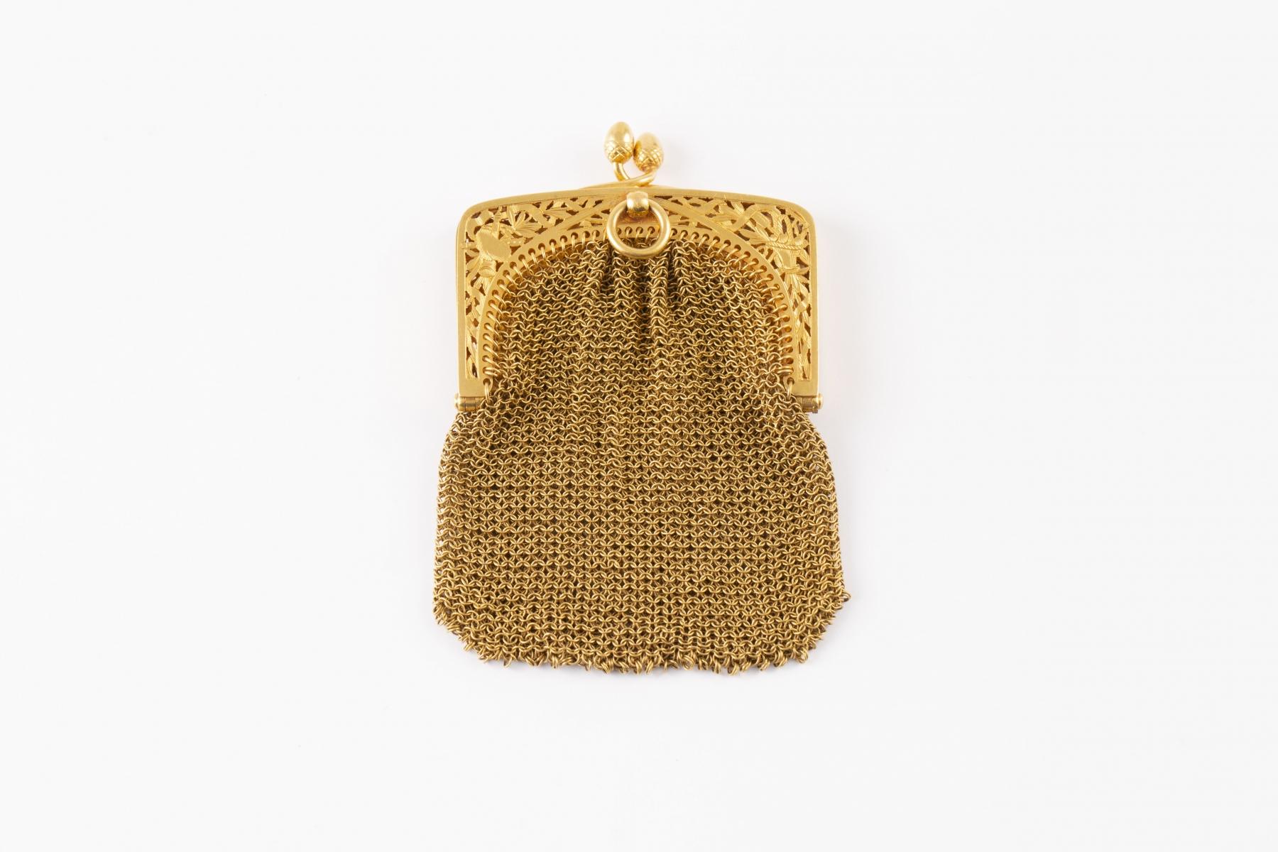 65 Aumonière en or jaune. Adujgé 1200€