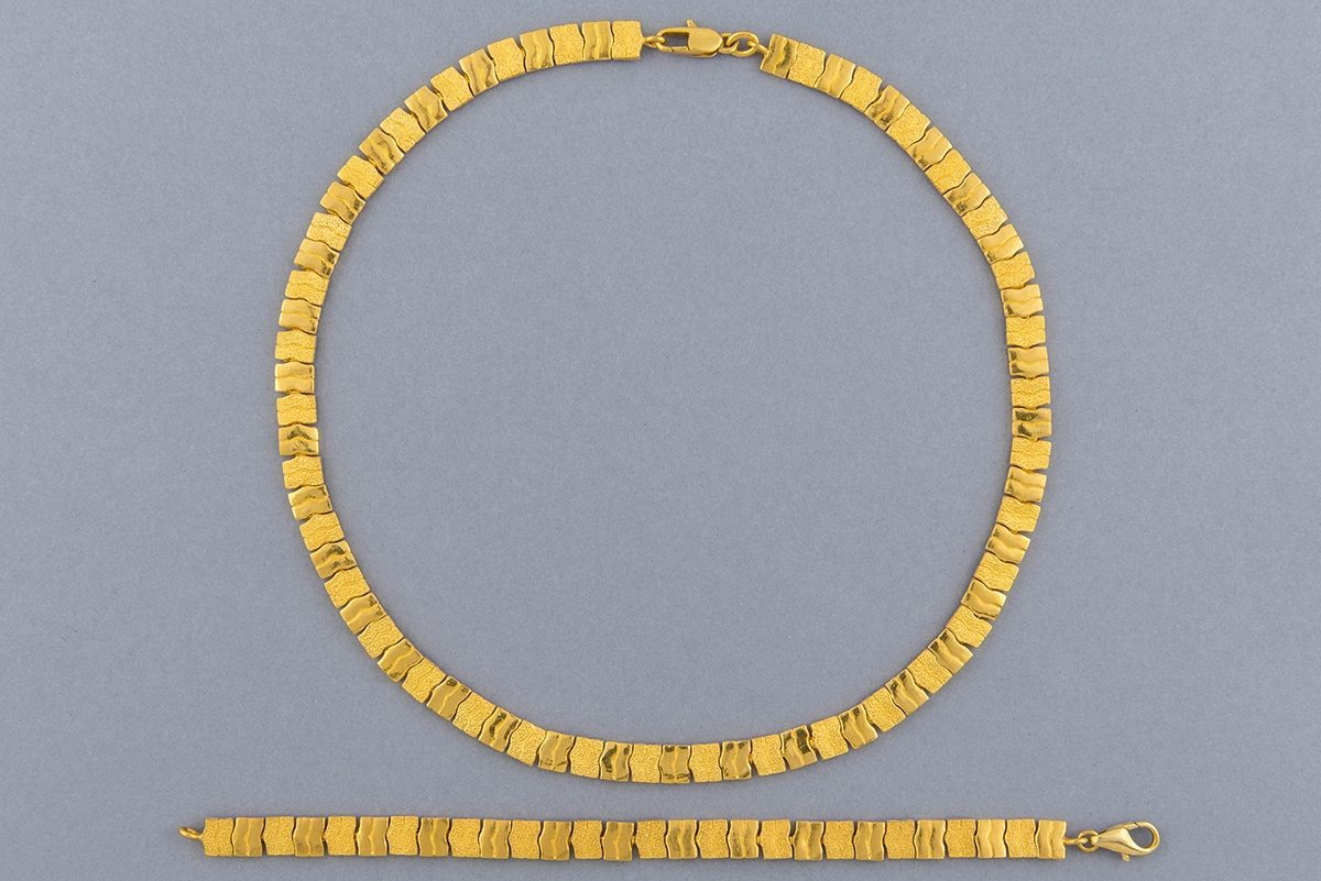 36- Parure en or jaune 18K. Poids 80,7g. Adjugé 2700€