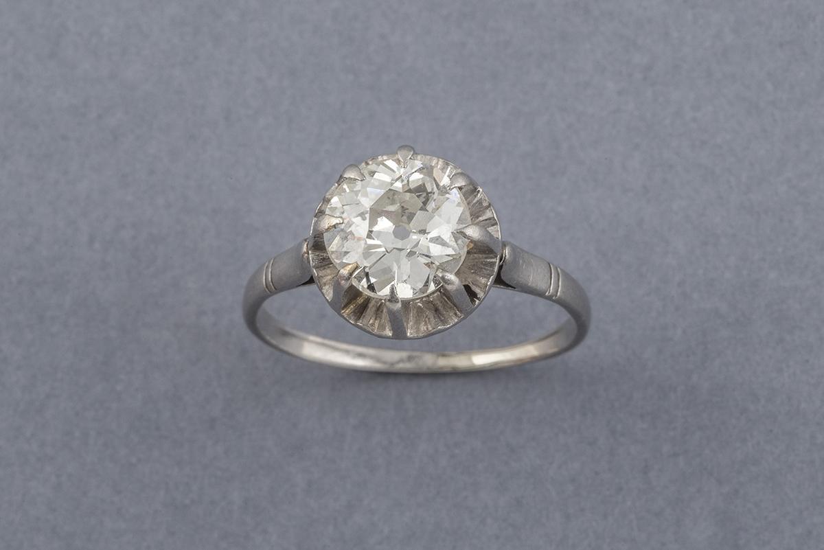75- Bague solitaire en or blanc 18K sertie d'un diamant taille ancienne (env.0,80cts). Poids brut 3,2g. Adjugé 1000€