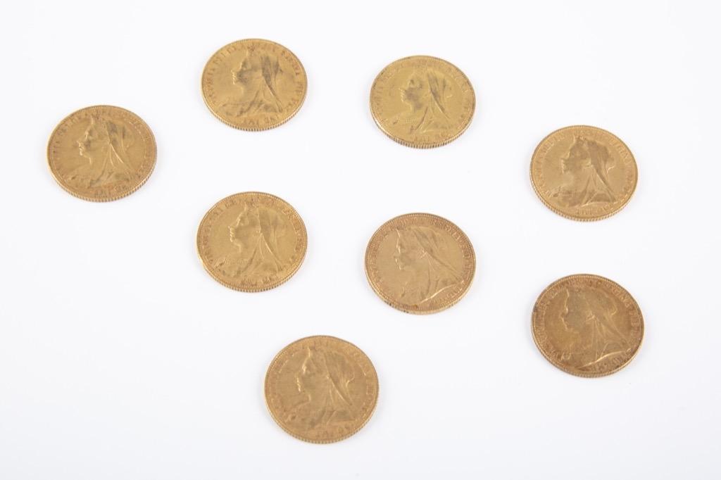 142 (1) Lot de huit souverains or Victoria (tête voilée). Poids 63,5g. Adjugé 3000€