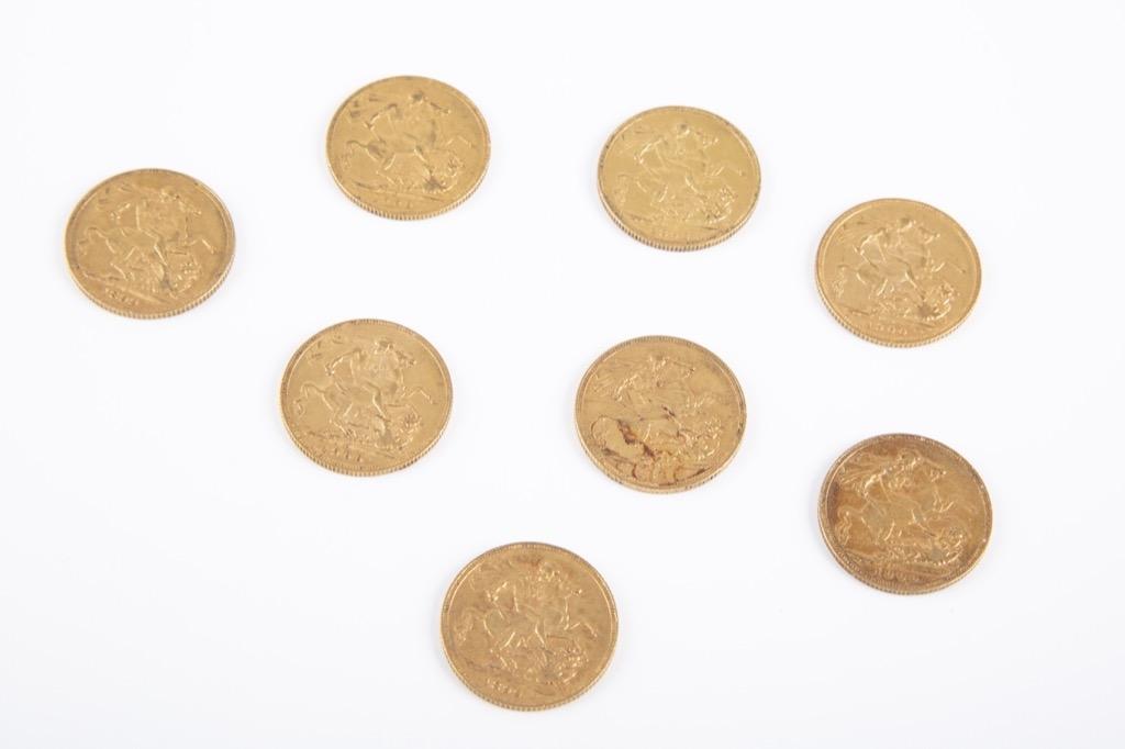 142 (2) Lot de huit souverains or Victoria (tête voilée). Poids 63,5g. Adjugé 3000€