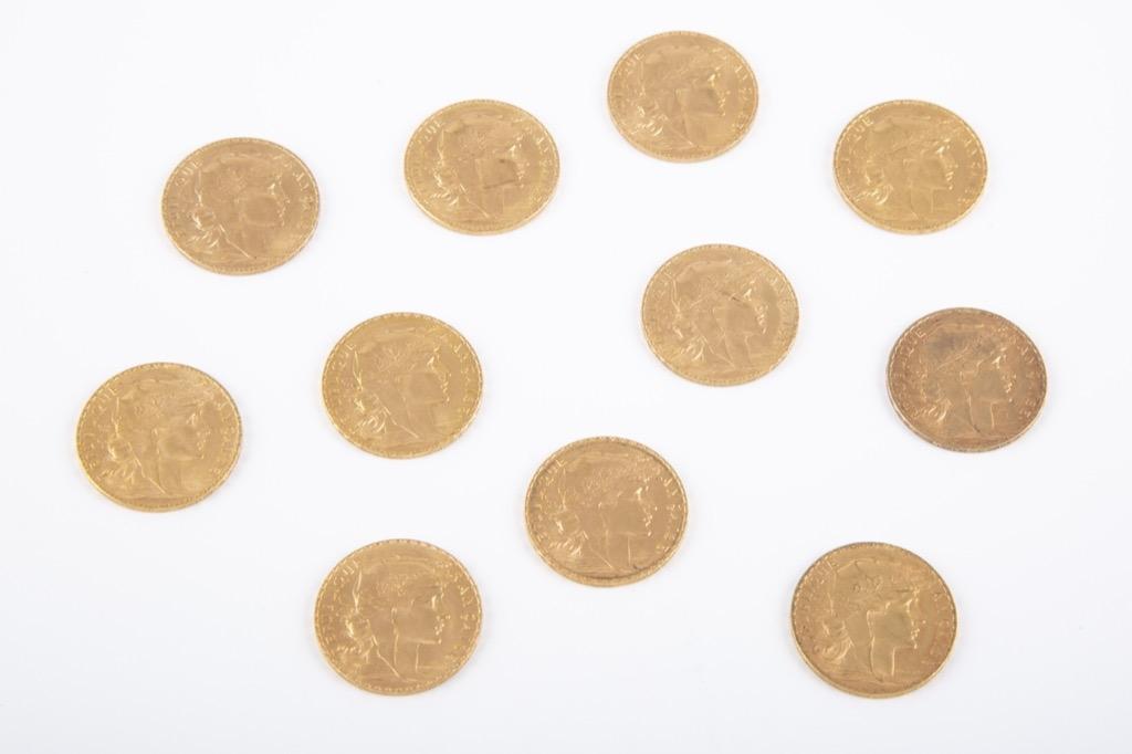149 (1) Lot de onze pièces 20 Francs or dates variées. Poids total 71g. Adjugé 3050€