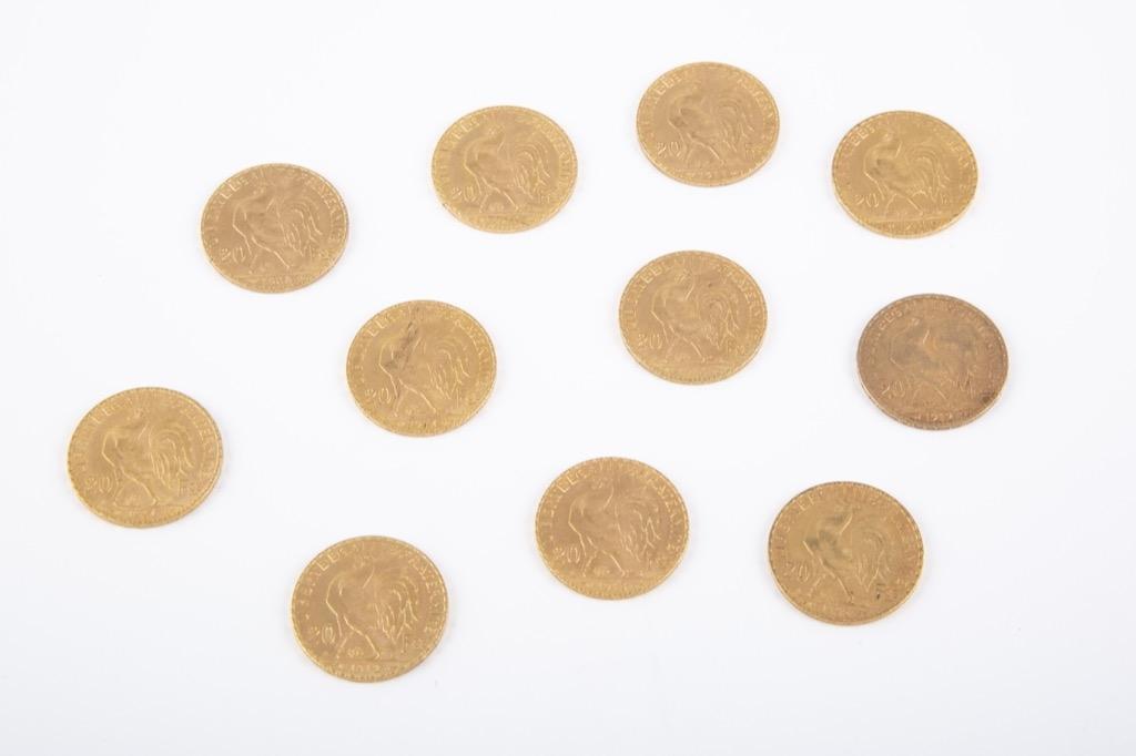 149 (2) Lot de onze pièces 20 Francs or dates variées. Poids total 71g. Adjugé 3050€