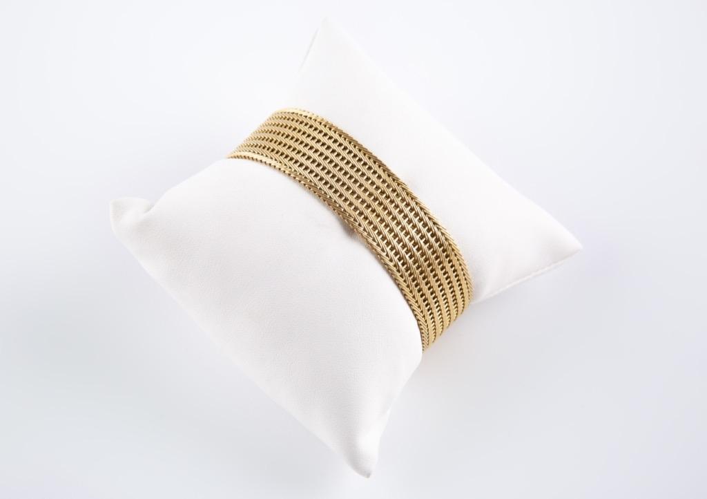 36 Bracelet articulé en or jaune 14K. Poids 44,87g. Adjugé 1340€