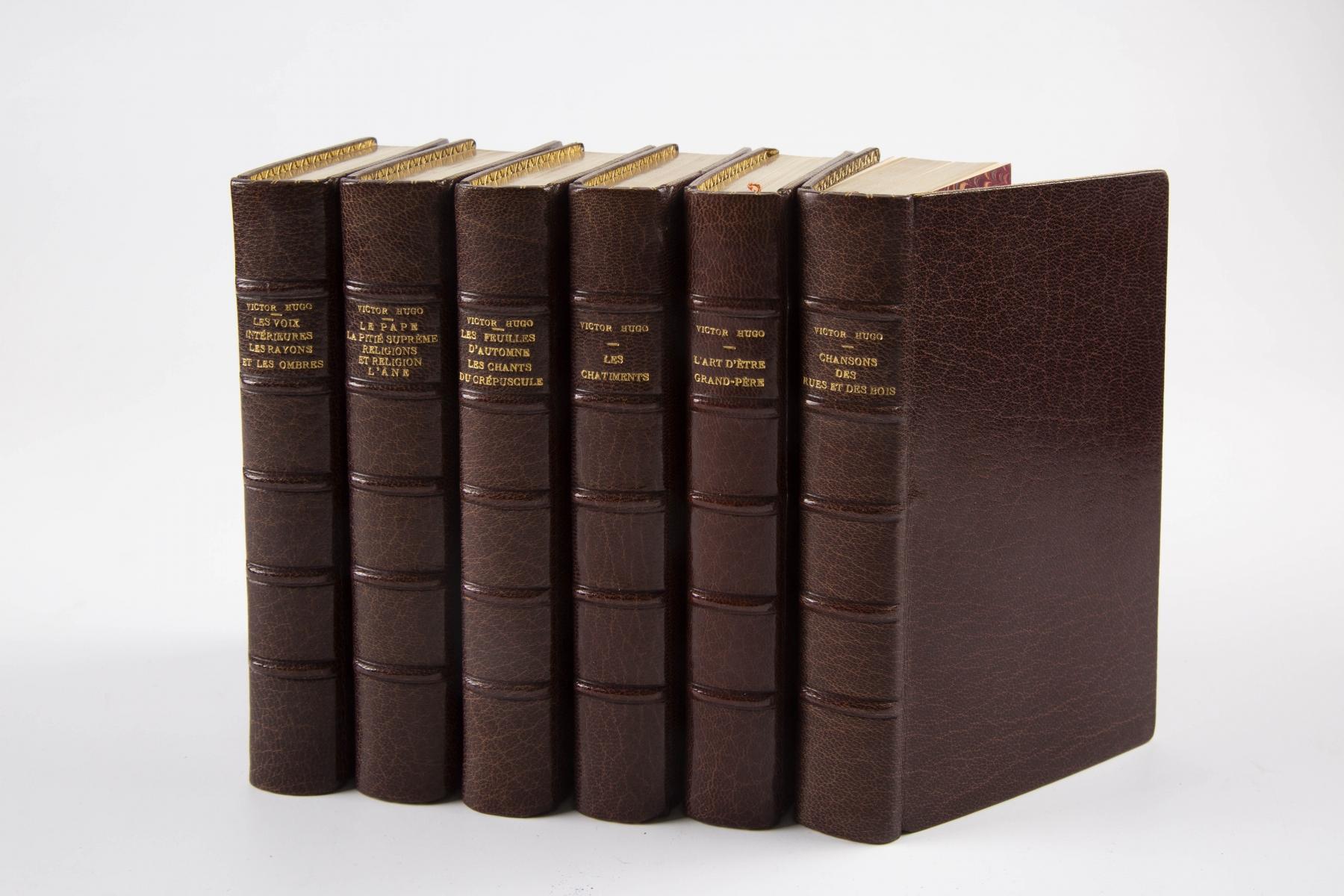37 - HUGO Victor. Oeuvres. 28 volumes. Adjugé 400€