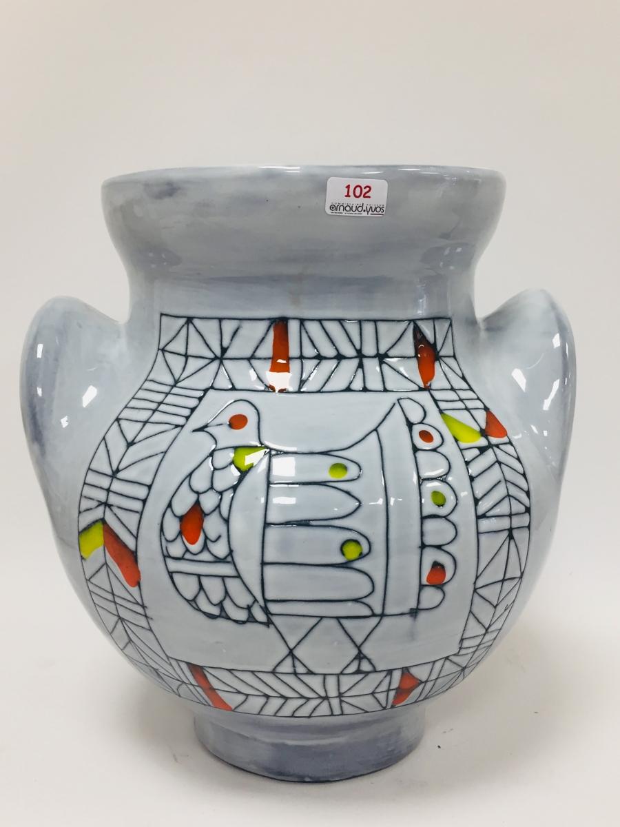 102 - Roger CAPRON. Vase à oreilles en céramique. Adjugé 500€