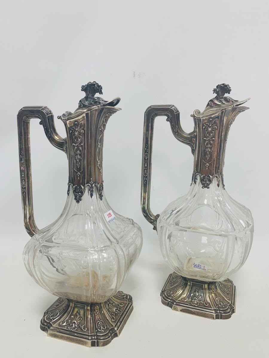 105- Paire de carafes en cristal taillé, la monture en en argent poinçon Minerve. Adjugé 700€