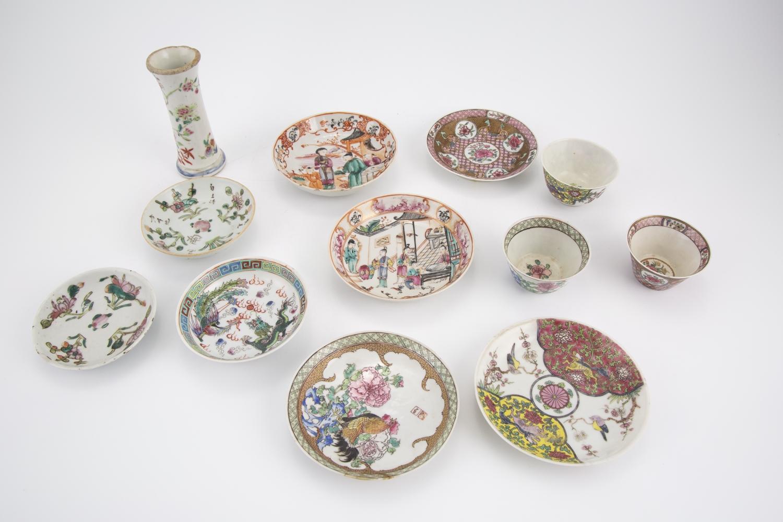 224- Un lot de 8 coupelles, 3 gobelets et un vase en porcelaine de Chine. Adjugé 600€
