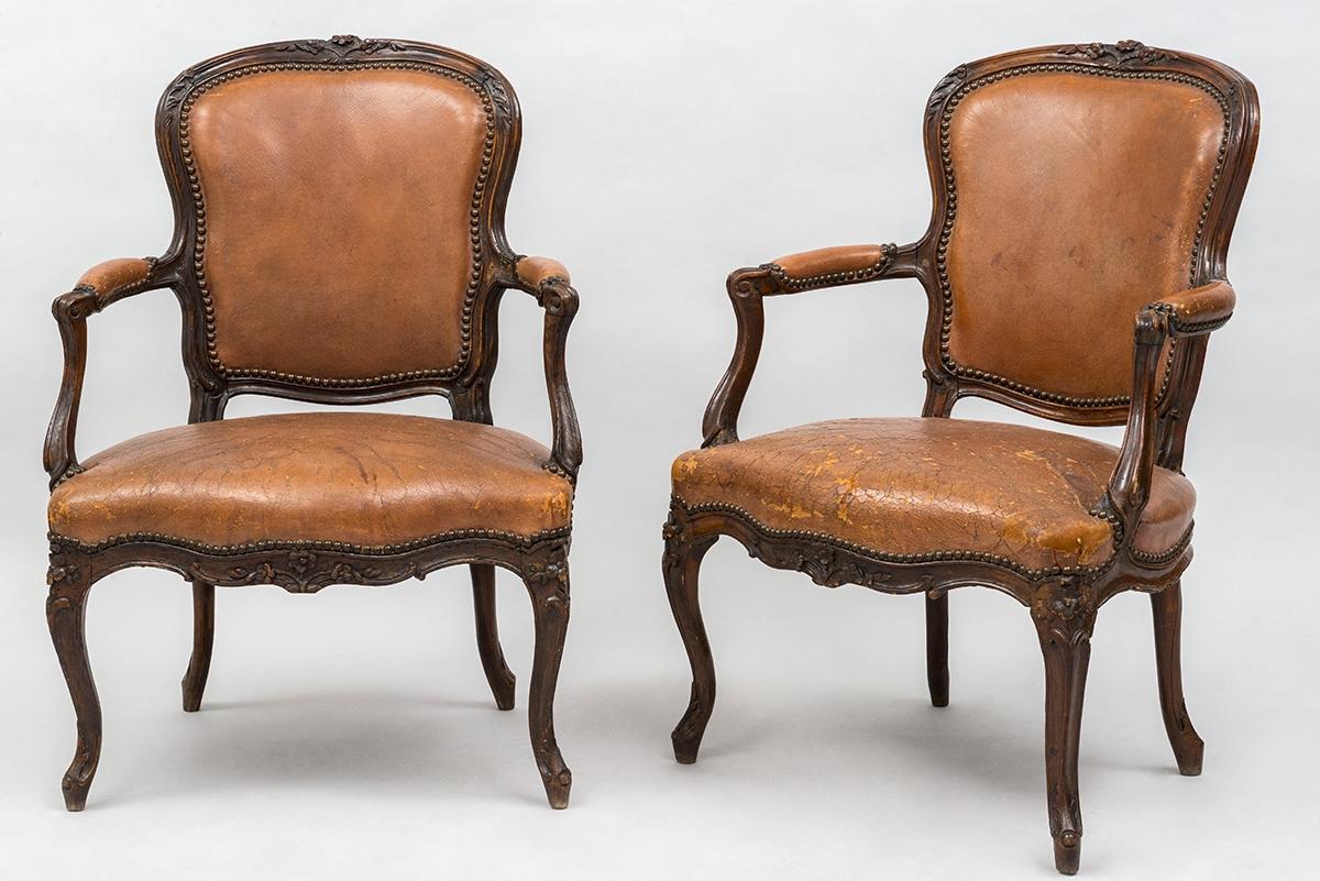 270-  Paire de fauteuils cabriolets en bois sculptés estampillés Gourdin. Adjugé 800€