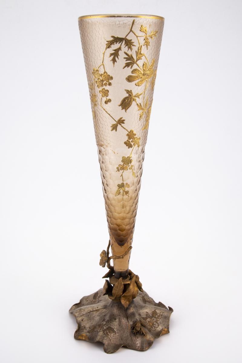 98- Vase en verre gravé. Adjugé 200€