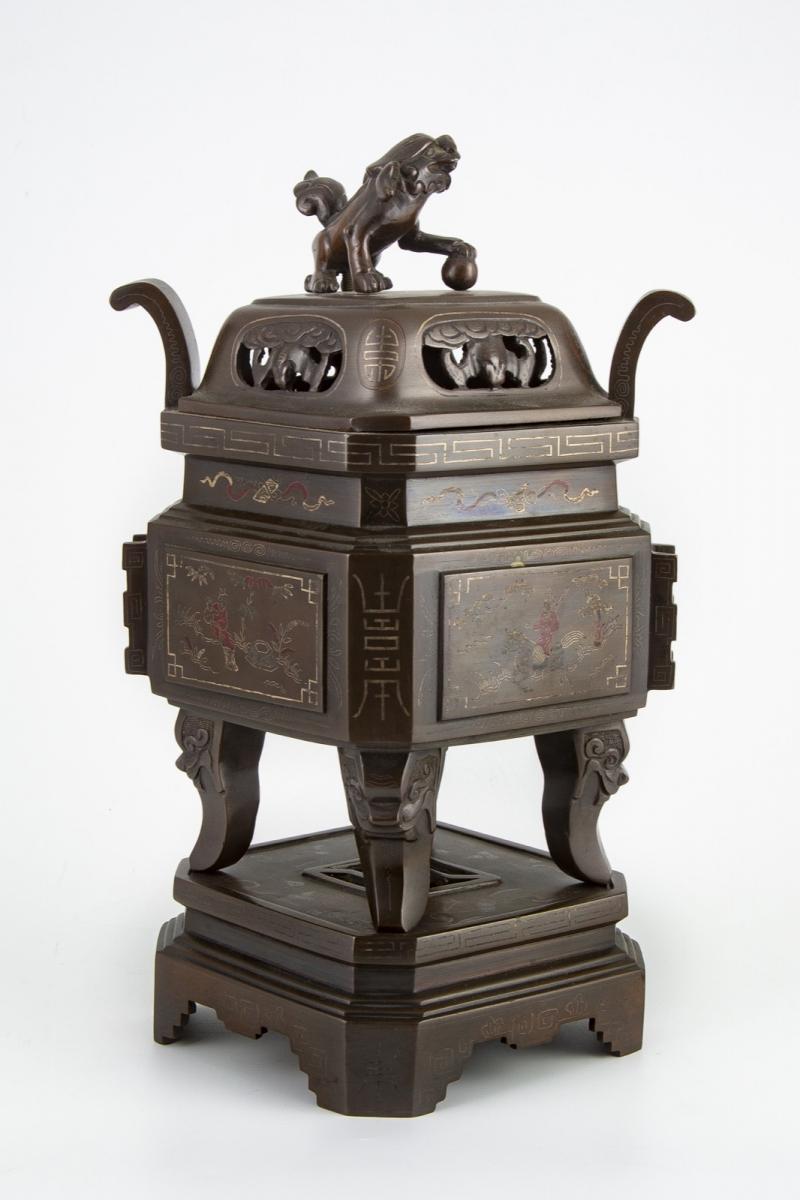 27- Vietnam XXème siècle. Brûle parfum. Adjugé 610€ 2