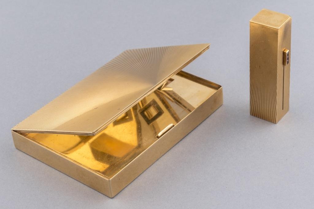 150 VC&A Boîte minaudière en or jaune 18K 750. Poids brut 230,6g. Adjugé 9600€ 2