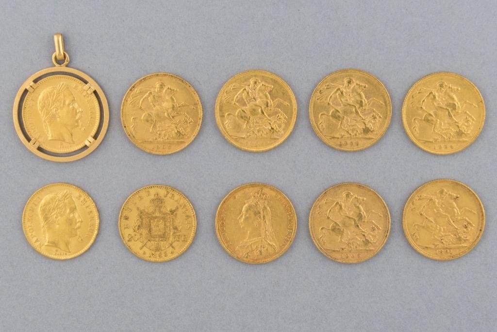 24 Lot de 10 pièces en or dont Napoléon III et Victoria. Poids total 77,9g. Adjugé 3200€ 2