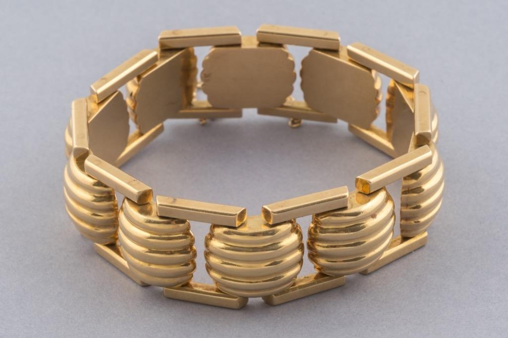 50 Bracelet articulé en or jaune 18K 750. Poids 156g. Adjugé 5250g. 2