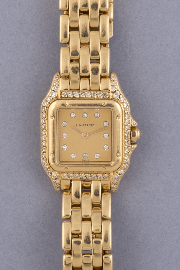 62 CARTIER Montre de dame en or jaune 18K 750 et diamants modèle Panthère. Adjugé 4500€ 2
