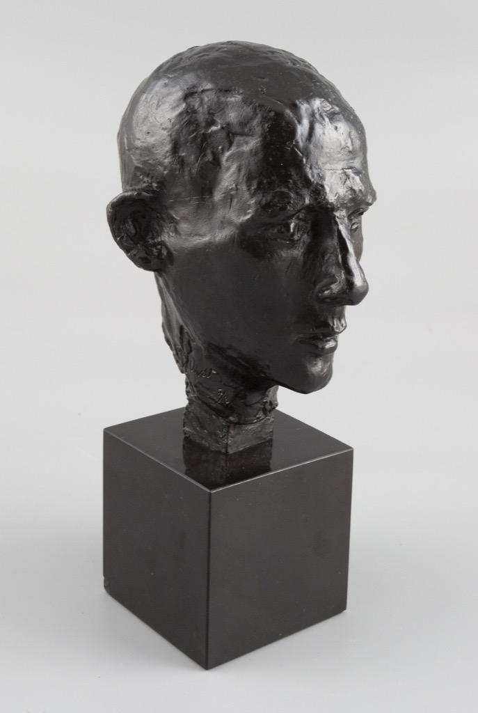 100- Germaine RICHIER. Juin 40. Epreuve en bronze signée et numérotée 7-8, Suss fondeur Paris. H16,7cm. Adjugé 9500€