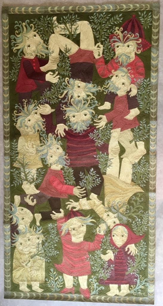 183- Elisabeth BAILLON. Pyramide aux 8 personnages. Tapisserie brodée signée, numérotée et titrée sur le bolduc octobre 66. 100x200cm. Adjugé 900€
