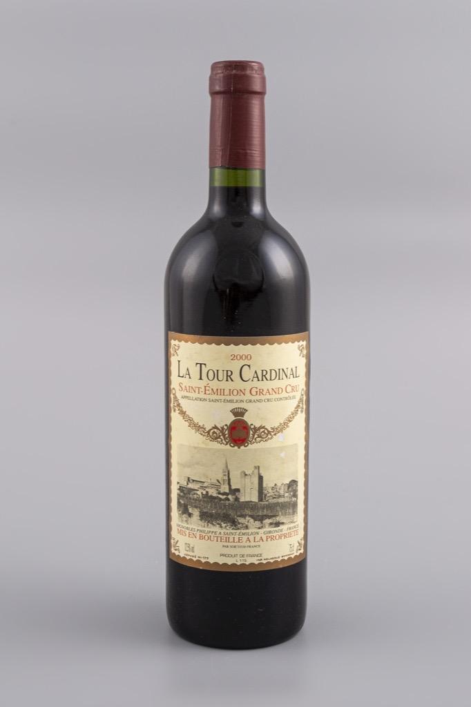 10- St Emilion Grand Cru, La Tour Cardinal 2000. 10 bouteilles. Adjugé 180€