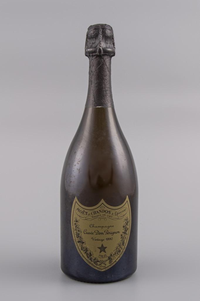 67- Dom Perignon Vintage 1990. 1 bouteille. Adjugé 180€