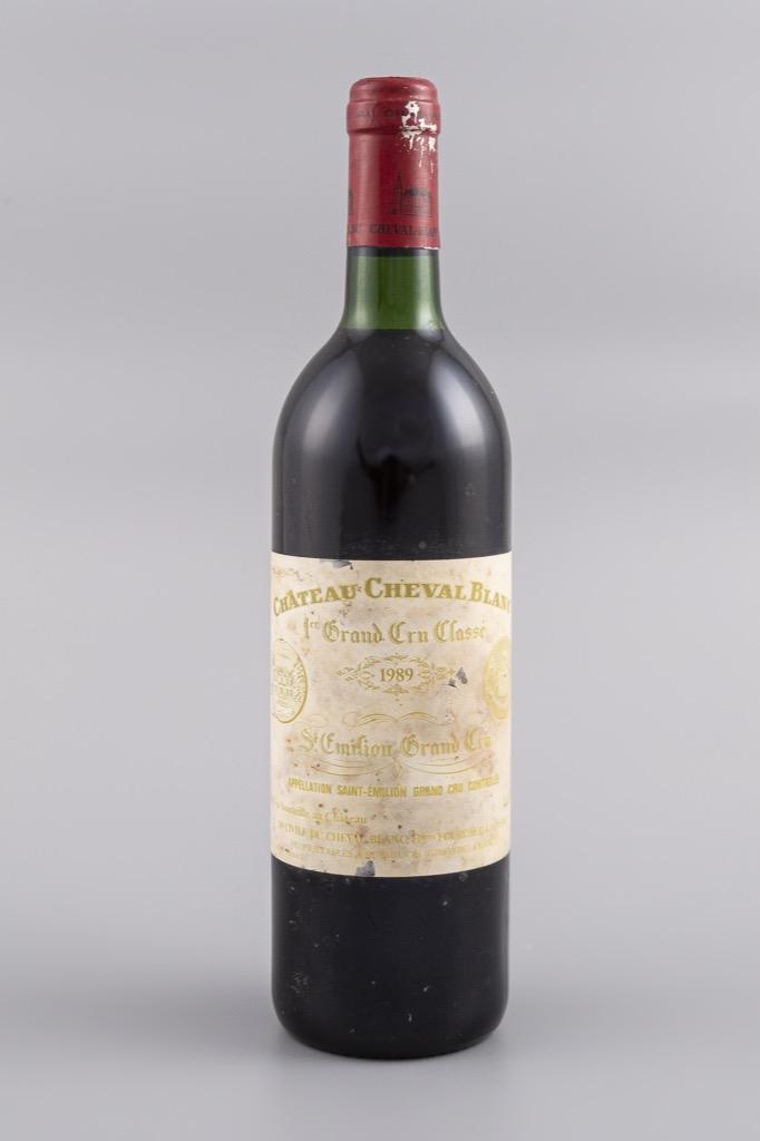 86- St Emilion 1er cru, Cheval Blanc 1989. 1 bouteille. Adjugé 300€